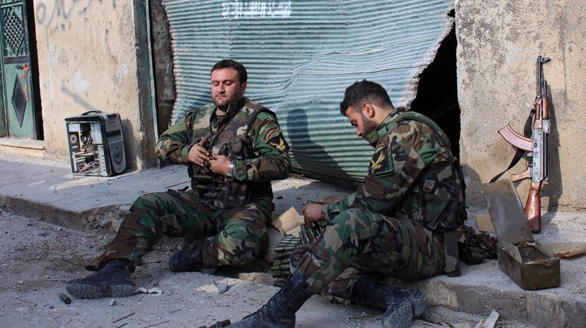 Soldados sirios na conquista de Alepo. Foto: EPA
