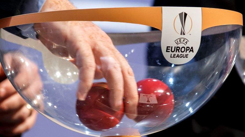 Sorteio dos oitavos de final da Liga Europa decorreu na sede da UEFA, em Nyon, na Suíça Foto: Salvatores Di Nolfi/EPA