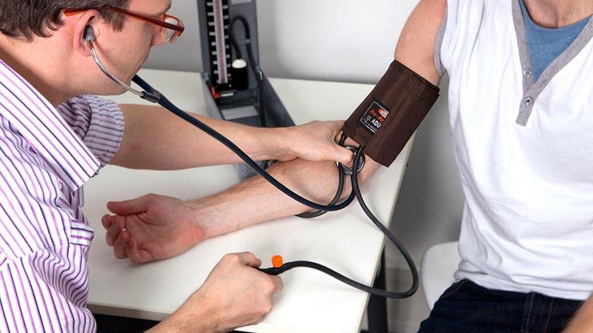 Hipertensão e colesterol aceleram aparecimento da arterosclerose