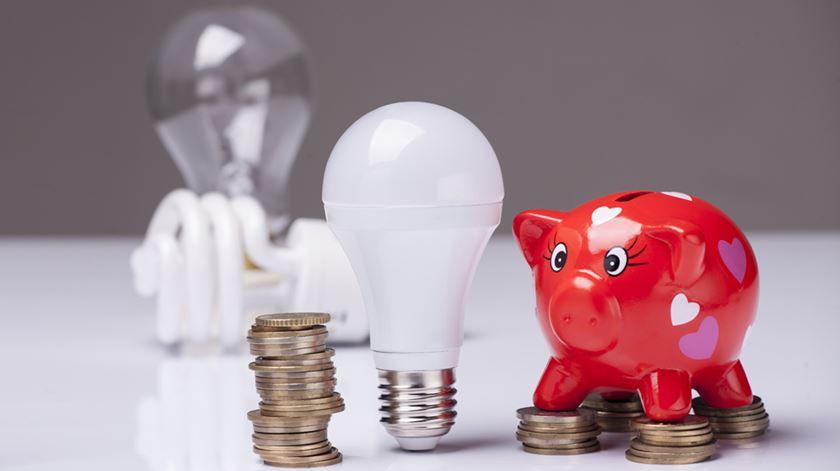Portugueses podem poupar na factura da electricidade no próximo ano. Foto: DR