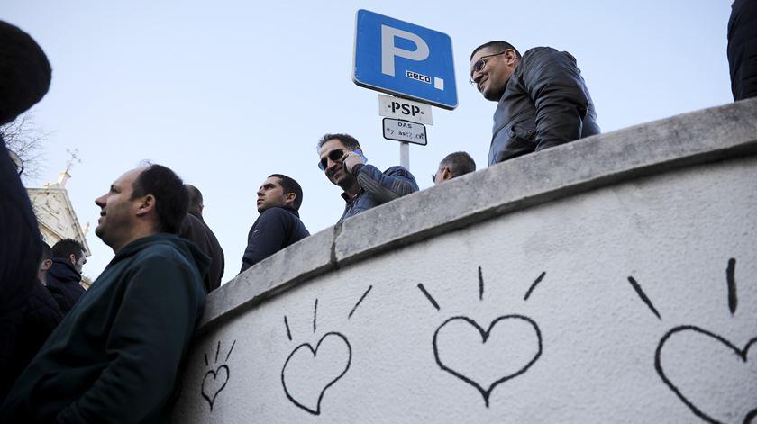 Organizada por onze sindicatos da PSP, a manifestação decorreu entre a Direção Nacional da PSP, na Penha de França, e o Ministério da Administração Interna (MAI), na Praça do Comércio.