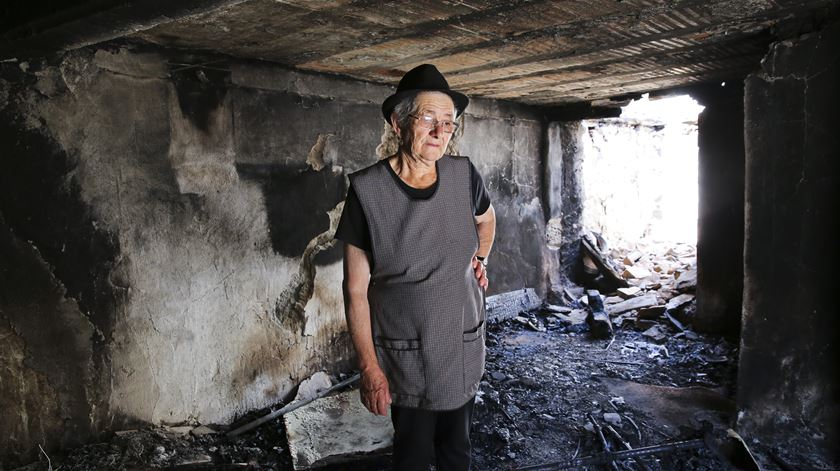 Ti Rosalina ficou sem casa. Aos 79 anos, uma nova provação