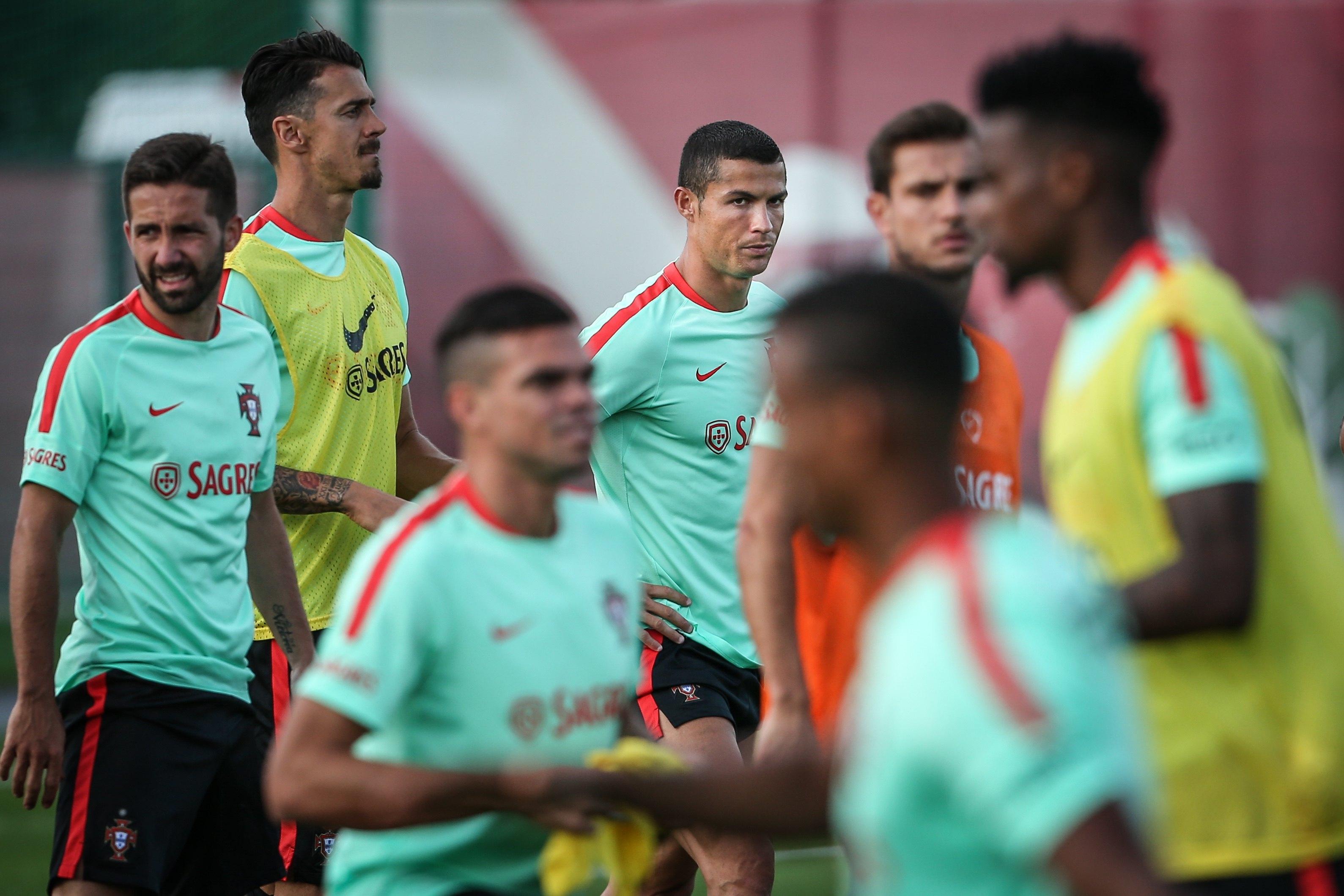 Ronaldo com cara de poucos amigos numa altura em que é notícia por alegada fraude fiscal e uma possível saída do Real Madrid