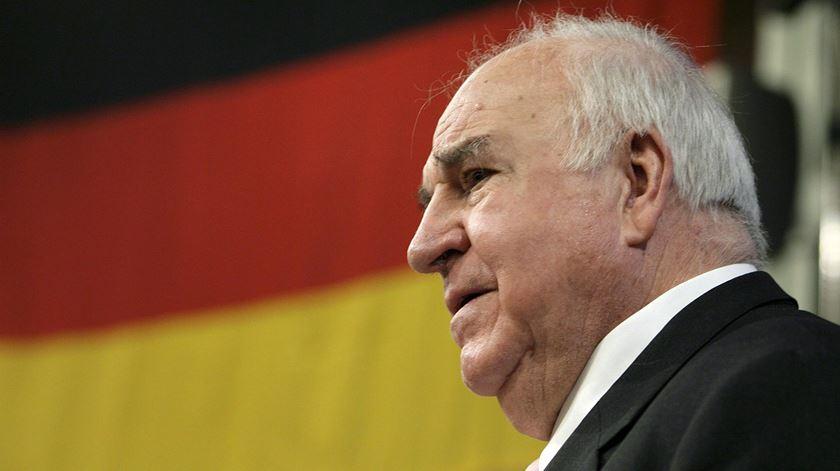 """Helmut Kohl, o """"chanceler eterno"""" que uniu a Alemanha e a Europa"""