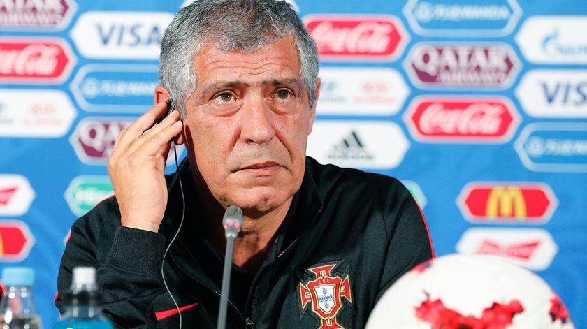 """Fernando Santos: """"Todos querem saber se Ronaldo vai jogar"""""""