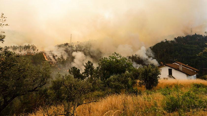 A aldeia de Sandinha, Góis, devastada pelo incêndio. Foto: Paulo Novais/EPA