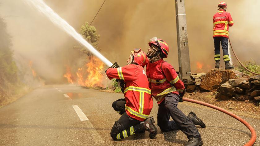 """Incêndios. Nível de prontidão vai manter-se """"muito elevado"""" até ao fim de outubro"""