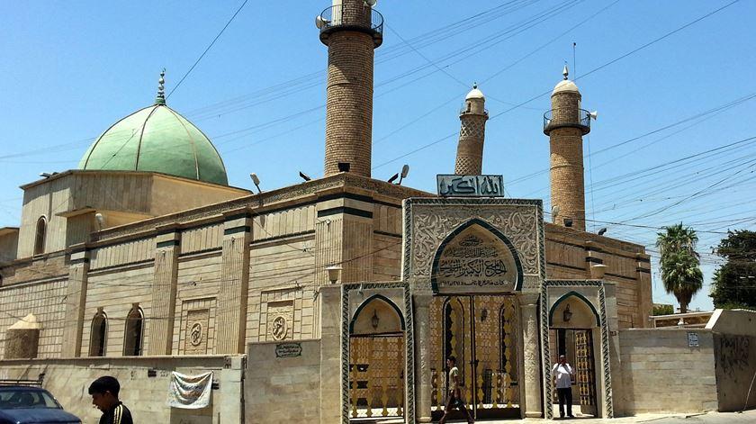 A mesquita de Al-Nuri antes de ser destruída. Foto: EPA