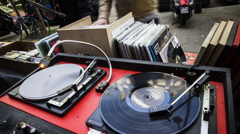 Discos em vinil já vendem quase mais do que os CDs