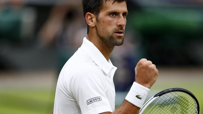 Djokovic segue para a próxima ronda. Foto: Nic Bothma/EPA
