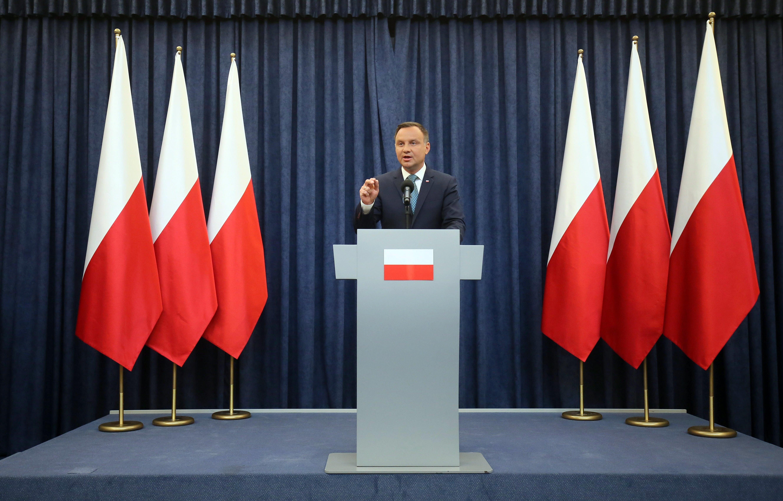Presidente da Polônia veta parcialmente reforma judicial
