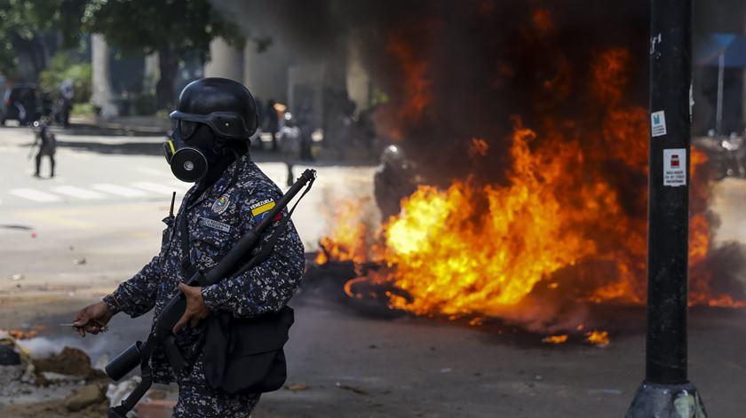 Com o espetro da violência a pairar novamente no ar na Venezuela, Portugal reforça a segurança da embaixada. Foto: Miguel Gutierrez/EPA
