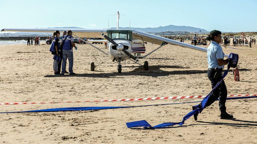 Avioneta causou dois mortos na Costa de Caparica