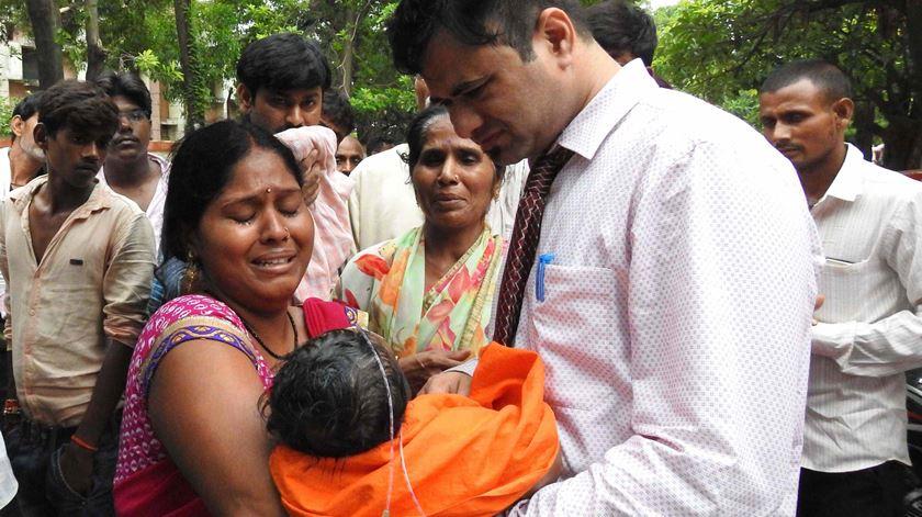 Índia investiga morte de 63 crianças em hospital