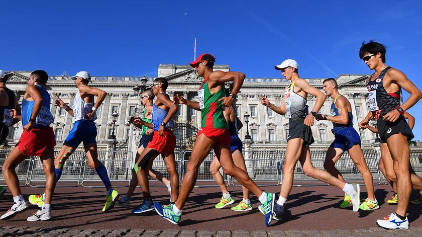 João Vieira (ao centro) conseguiu um bom resultado em Londres. Foto: Facundo Arrizabalaga/EPA