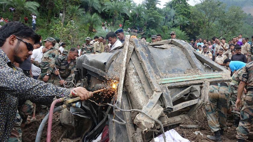 India. Deslizamento de terras. Foto: EPA/SANJAY BAID