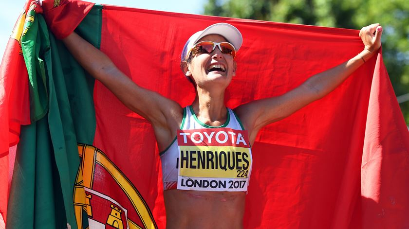 """Inês Henriques de ouro. A atleta """"trabalhadora"""" que fez história na marcha feminina"""