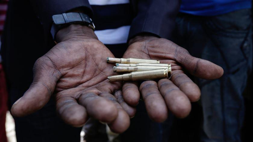 Quénia, distúrbios, balas. Foto: EPA/DANIEL IRUNGU