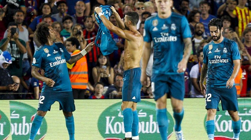 Cristiano Ronaldo marca em Camp Nou. Foto: EPA/Quique Garcia