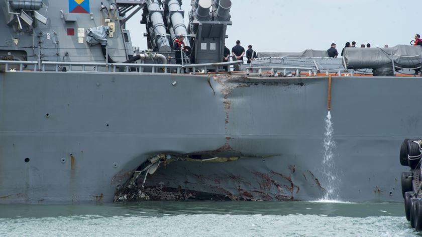 Frota da Marinha americana pára depois de mais um acidente