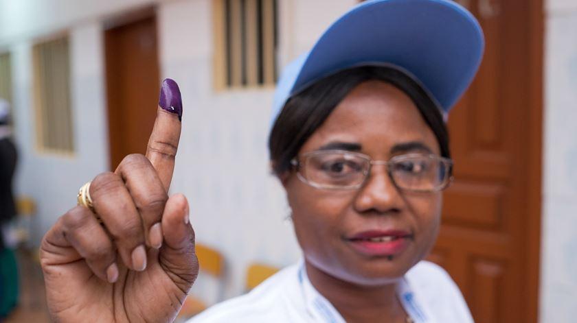 """Observadores elogiam """"maturidade"""" de Angola nas eleições"""