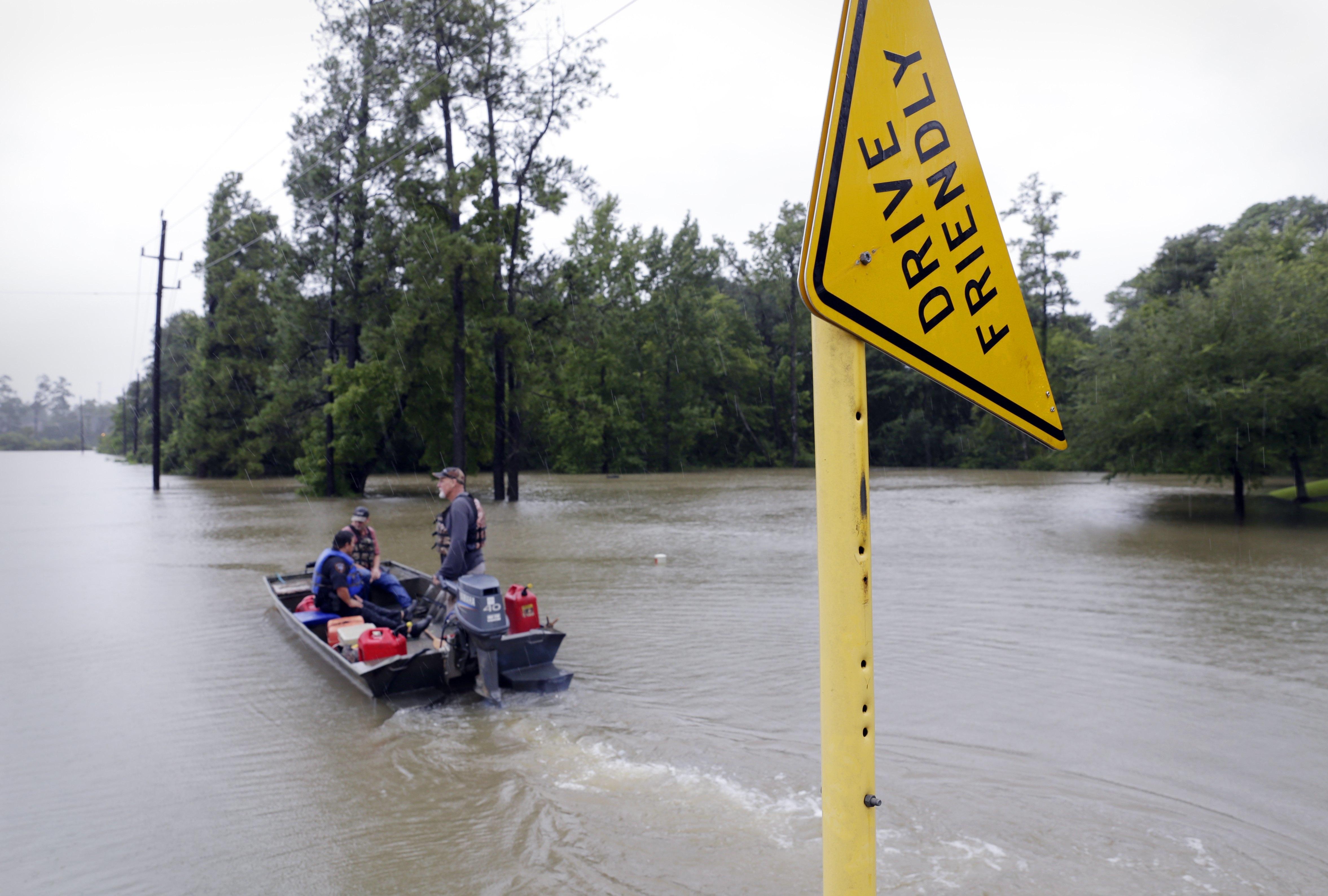 Harvey enfraquece, mas novo furacão se forma