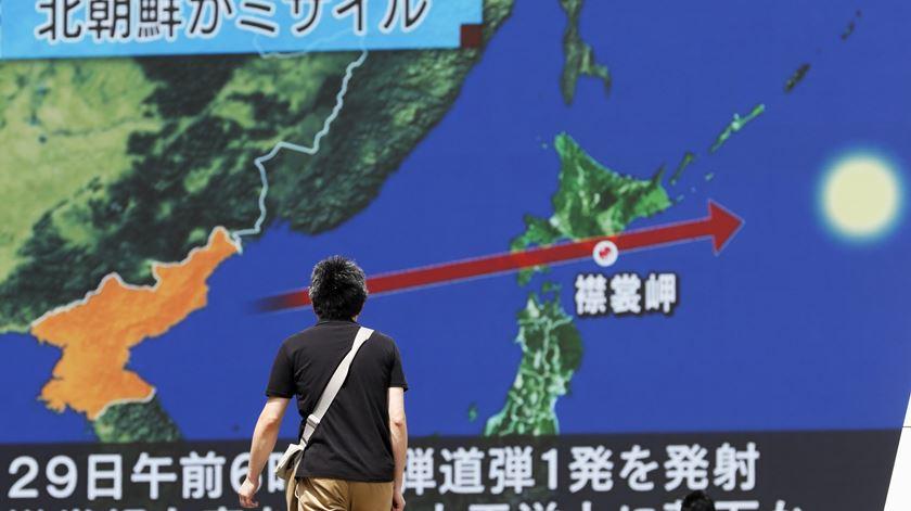 Míssil da Coreia do Norte sobrevoa Japão