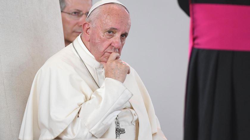Papa critica