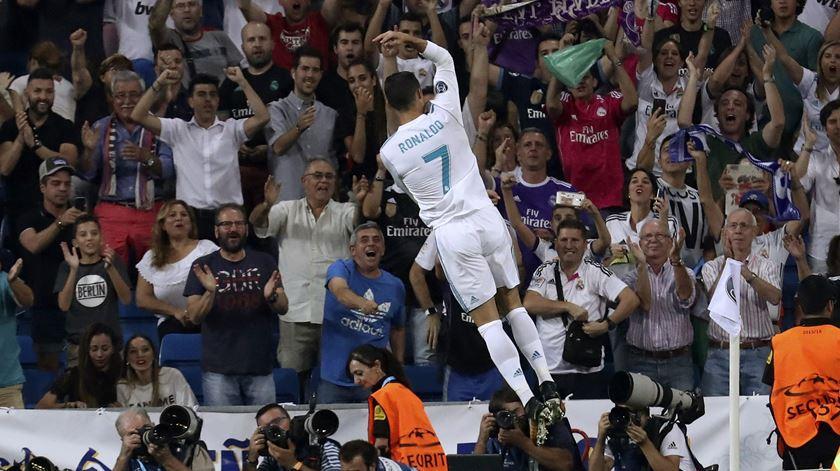 Ronaldo celebra o primeiro golo com o público do Santiago Bernabéu. Foto: Kiko Huesca/EPA