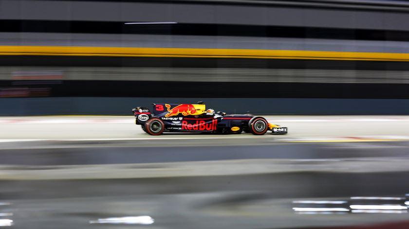 Ricciardo foi o único a rodar no segundo 40. Foto: Lynn Bo Bo/EPA