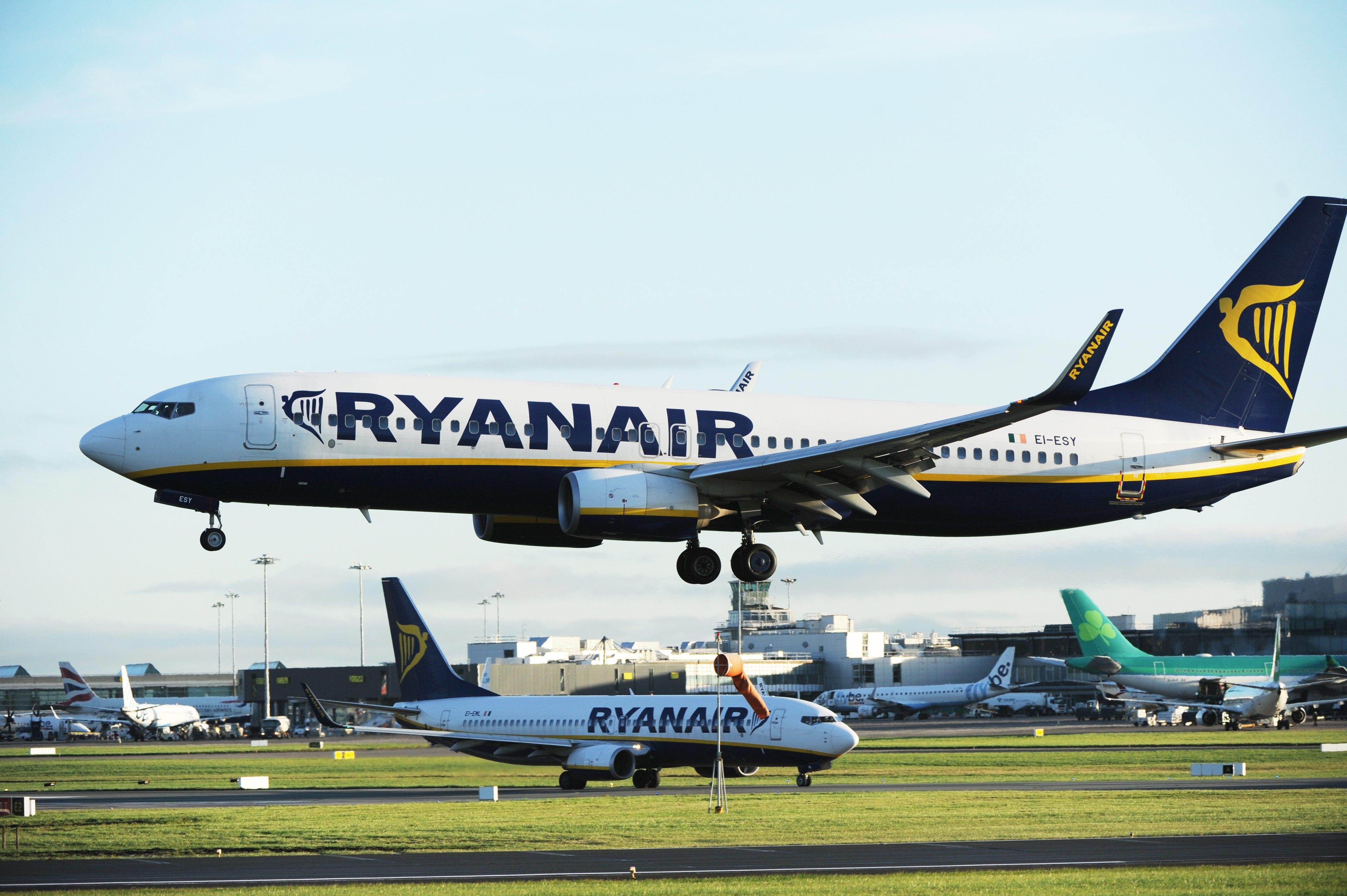 Pilotos da Ryanair vão entrar em greve antes do natal