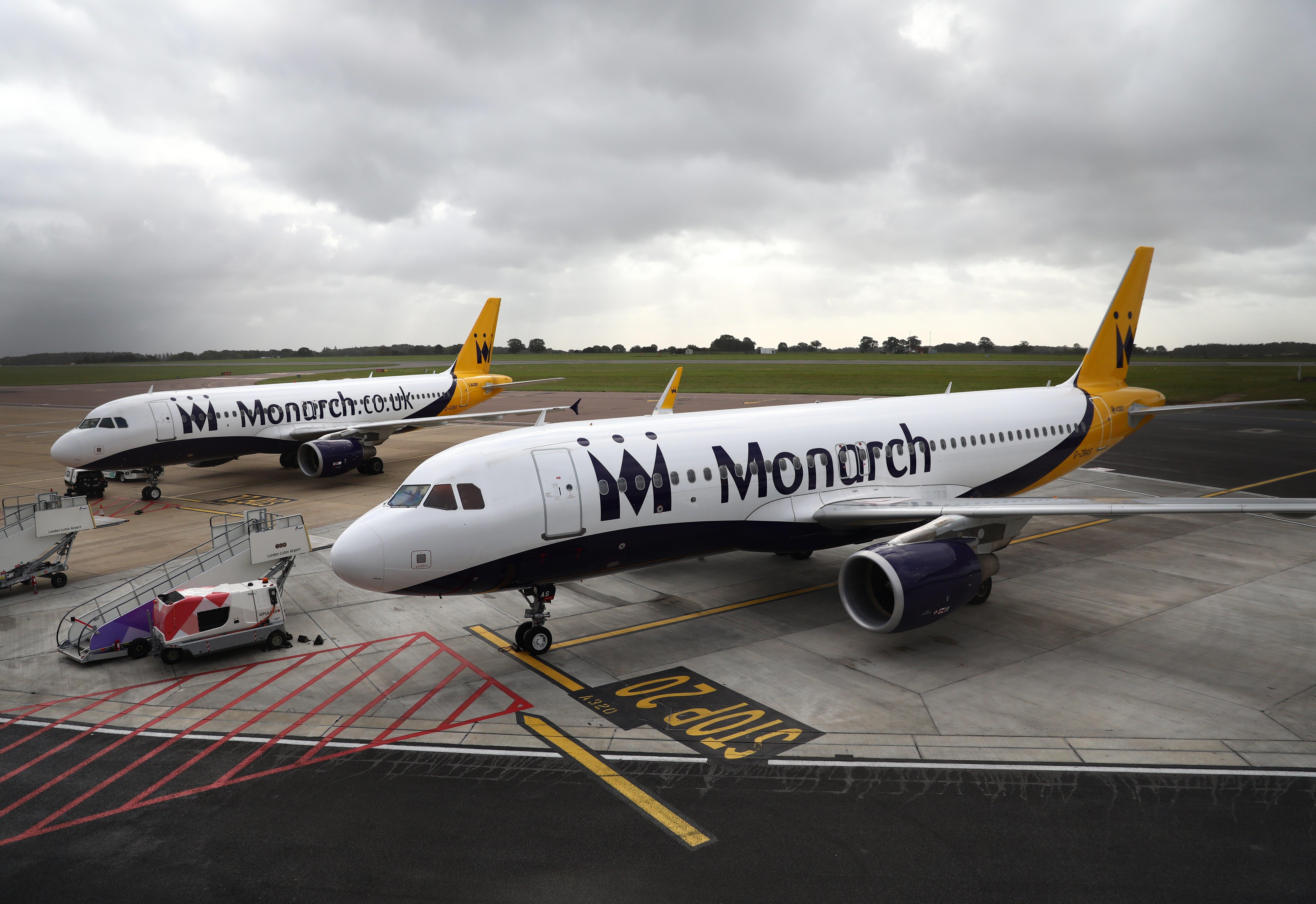 Aérea britânica Monarch quebra e deixa 110 mil passageiros sem voo
