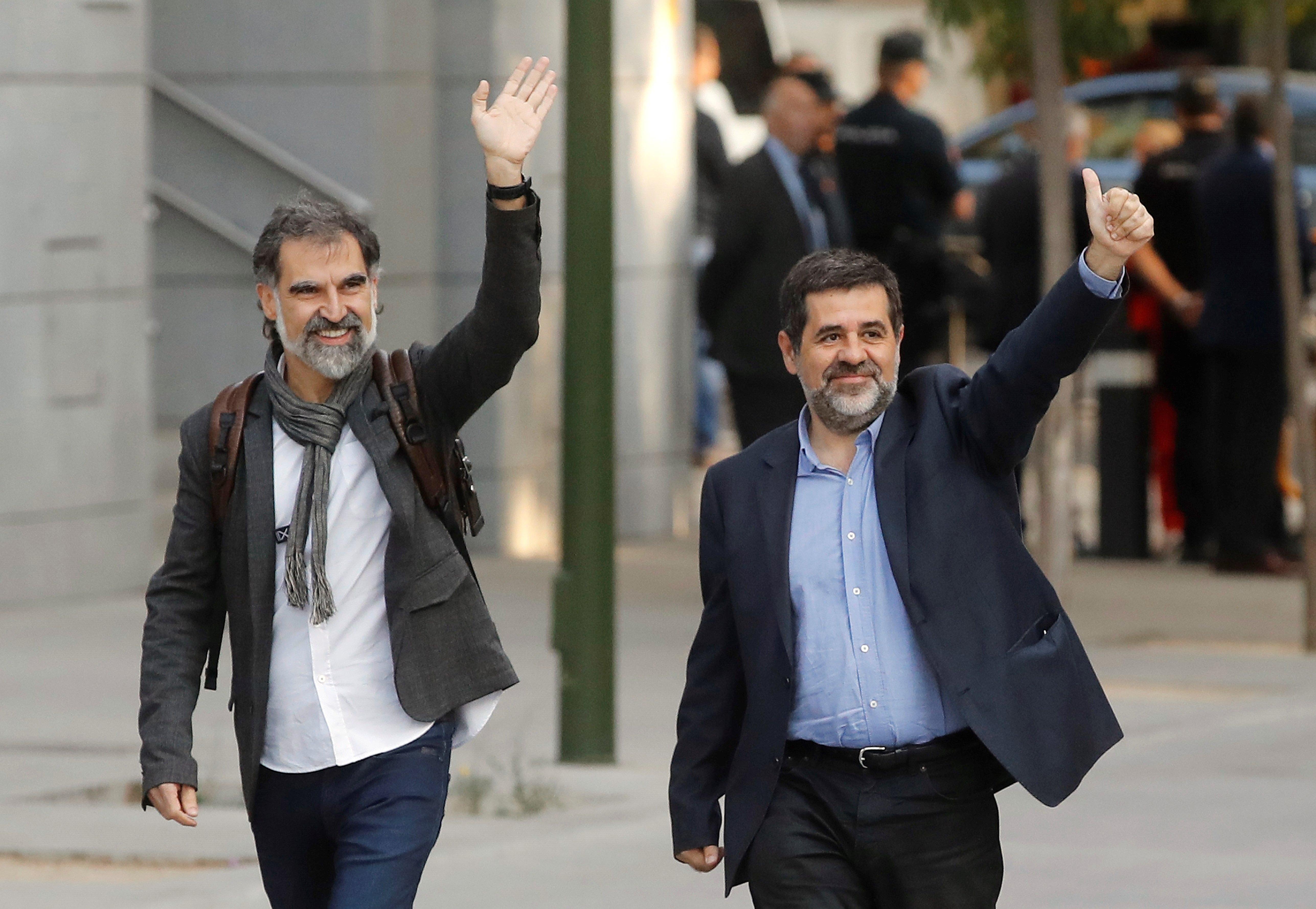 Justiça espanhola prende dois dirigentes separatistas catalães
