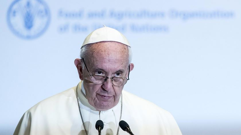 Papa critica abandonos do Acordo de Paris