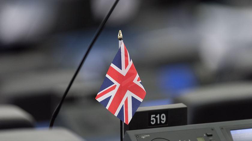 Se Theresa May não sobreviver à moção de censura, quem pode tomar o seu lugar?