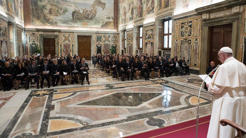 O Papa Francisco discursa perante uma delegação da Universiade Católica Portuguesa que peregrinou a Roma. Foto: Osservatore Romano/EPA