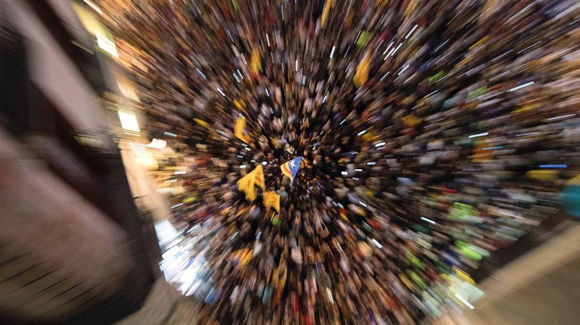 Catalunha ferve. Da independência à destituição em cinco horas