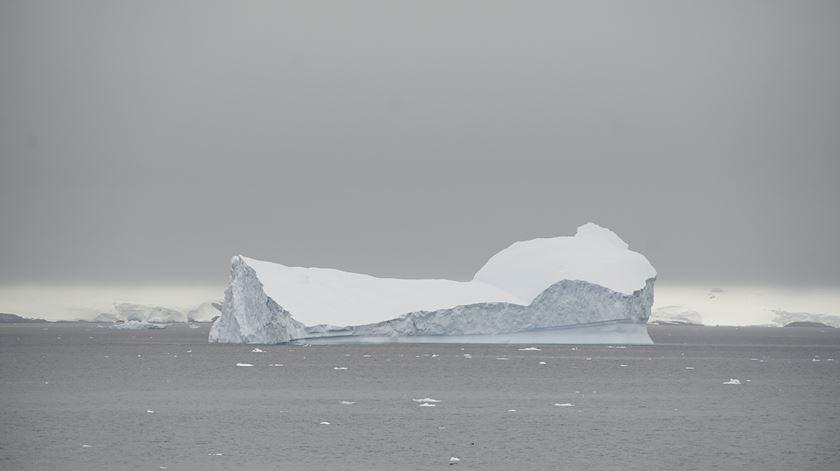 Gelo da Antártida está a derreter mais rapidamente