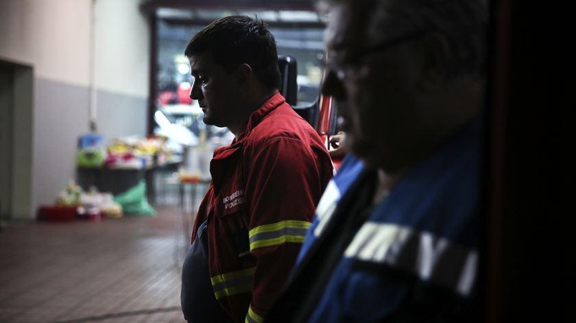 A ajuda aos bombeiros de Vouzela chegou às 17h00 de segunda-feira. O incêndio começou na noite do dia anterior