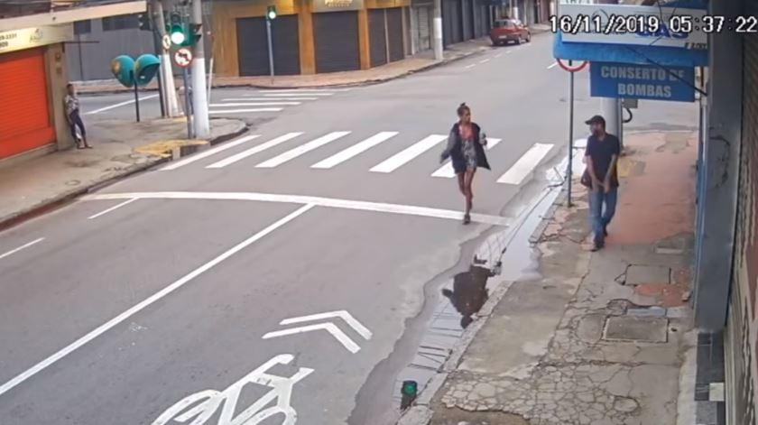 Mulher sem abrigo assassinada por pedir 20 cêntimos na rua