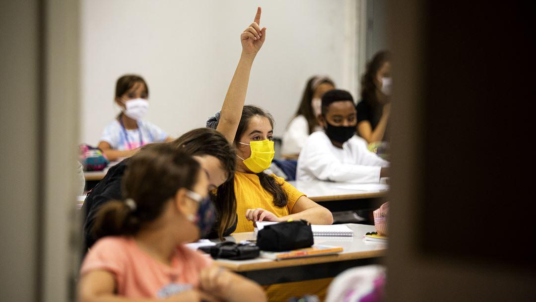 Mais de 1.400 alunos do 5º ao 12º ano voltam às aulas na Escola Frei Gonçalo de Azevedo, depois de uma longa ausência física. Foto: Joana Bourgard/RR