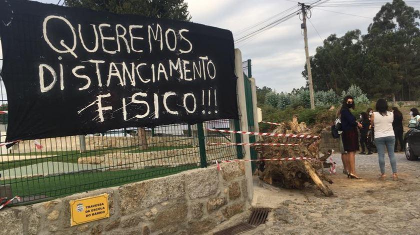 Pais fecham escola em Barcelos em protesto contra turma mista