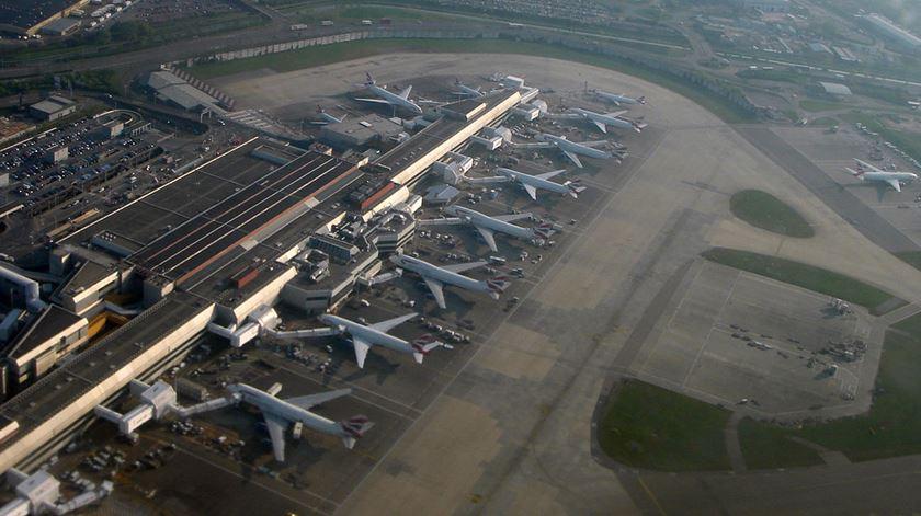 Aeroporto de Heathrow é considerado um dos aeroportos mais movimentados do mundo. Foto: Wikimedia