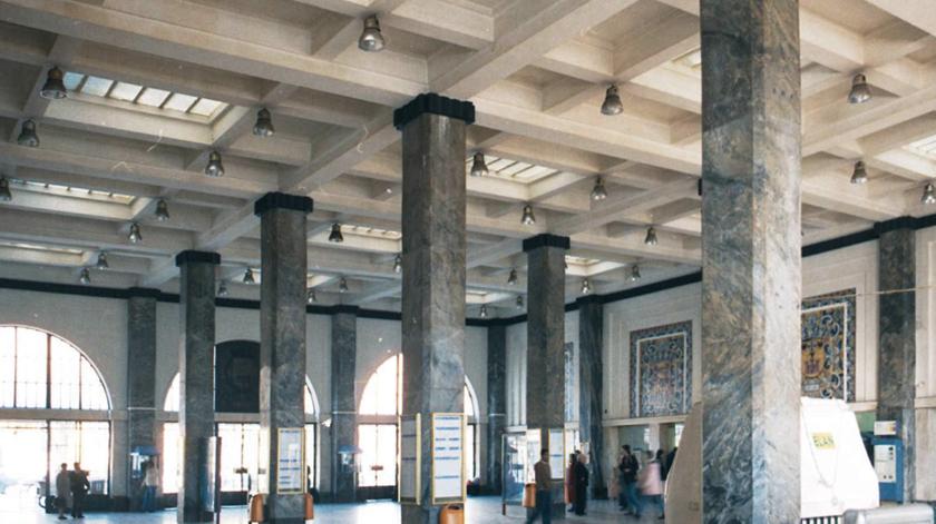 Vista interior da estação Sul e Sueste, anos 90. Foto: Associação  de Turismo de Lisboa