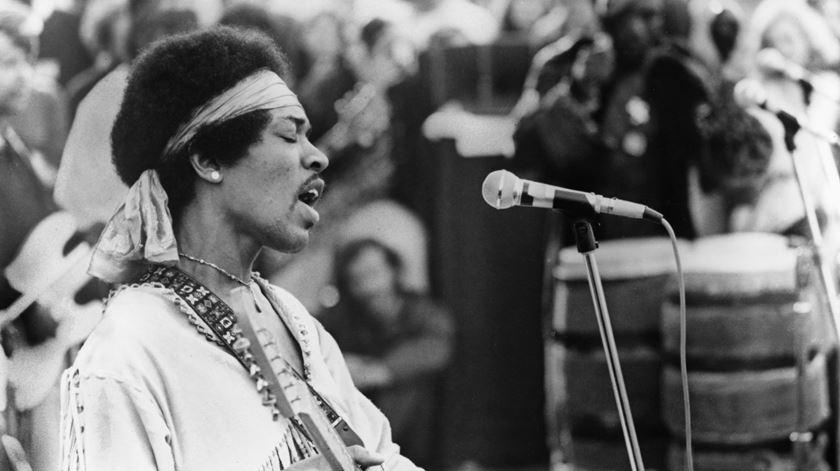 Jimi Hendrix no Festival Woodstcok, em1969. Foto: MPTV/ Reuters