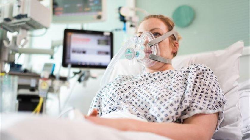 Equipa da Mercedes de F1 fabrica alternativa a ventiladores para doentes com Covid-19