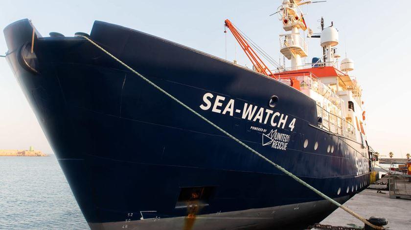 Sea Watch acusa Itália de bloquear operações humanitárias no Mediterrâneo