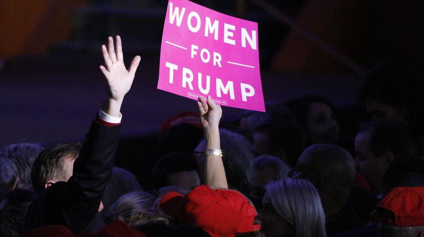 As mulheres, sobretudo brancas, foram um dos grupos que mais contribuiu para a vitória de Trump em 2016. Foto: Brendan McDermid/Reuters