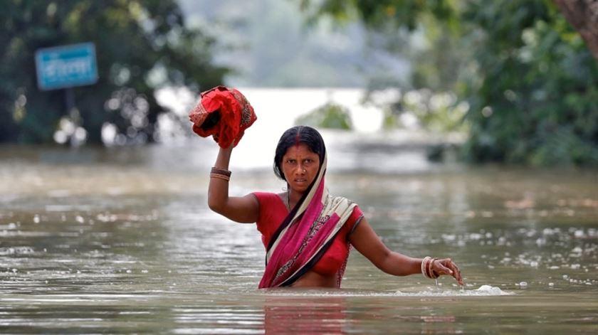 Cheias no Sul da Ásia fazem mais de 1.200 mortos