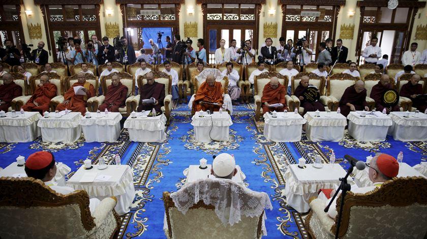 Encontro com Conselho Superior do budismo birmanês. Foto: Damir Sagolj/Reuters